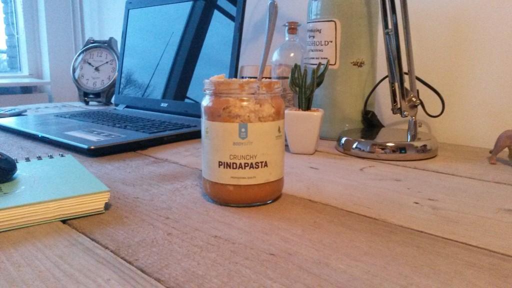 oatmeal-in-an-almost-empty-peanut-butter-jar