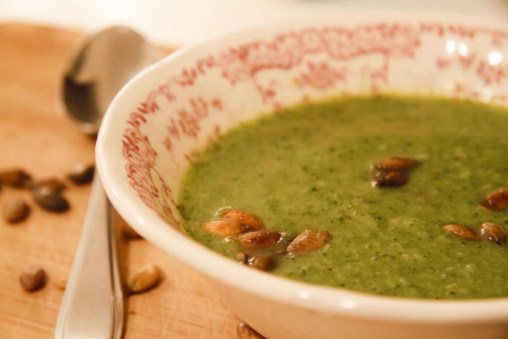 Broccoli-gembersoep Detox Kitchen Bible