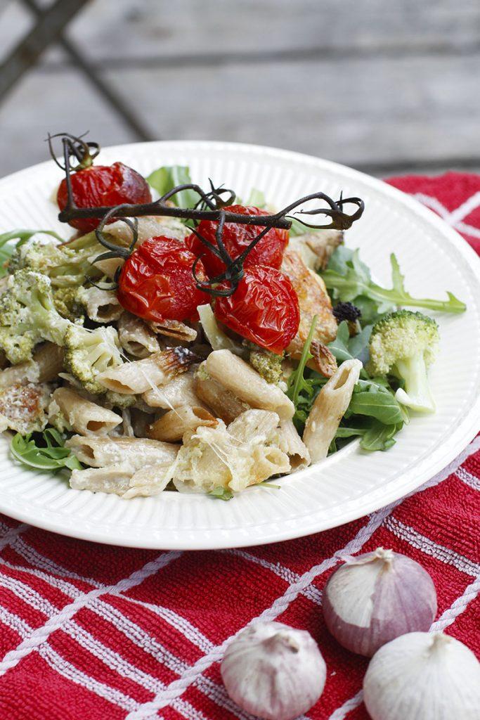 Romige ovenpasta met artisjok en broccoli