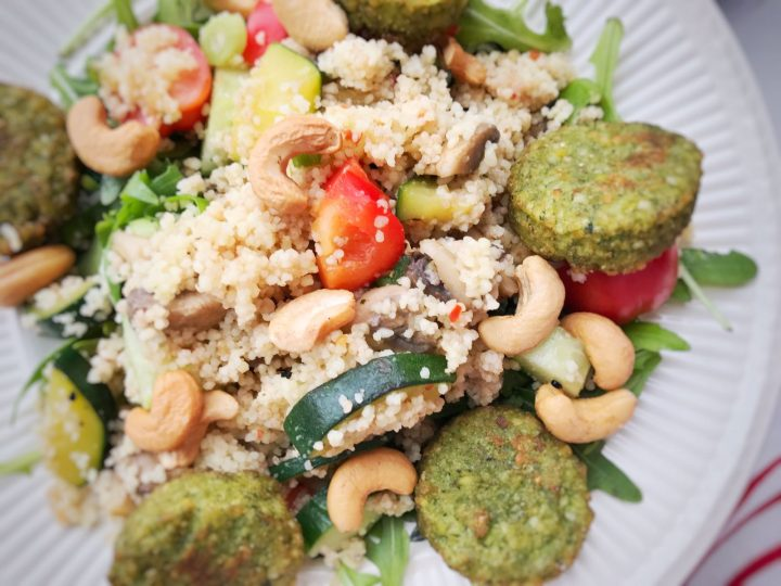 de vegan couscous salade met falafel