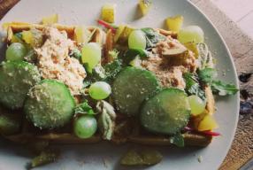 Hartig ontbijtrecept: Wafels gemaakt van kikkererwtenmeel met kruiden