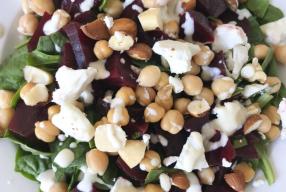 Recept: Salade met geitenkaas, rode biet & kikkererwten